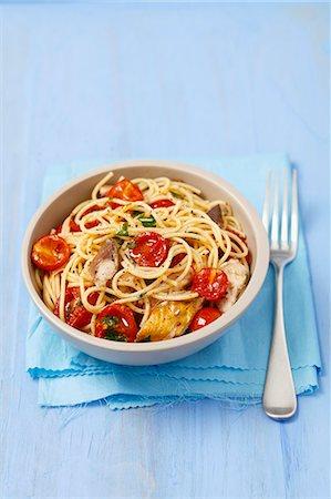smoked - Spaghetti with cherry tomatoes and smoked mackerel Stock Photo - Premium Royalty-Free, Code: 659-07609823