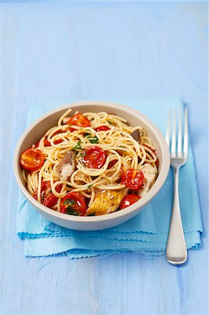 smoked - Spaghetti with cherry tomatoes and smoked mackerel Stock Photo - Premium Royalty-Free, Code: 659-07609823