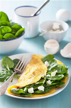 recipe - A spinach and goats cheese omelette with ingredients Stock Photo - Premium Royalty-Free, Code: 659-07610025