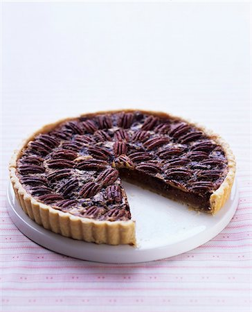 sweet - Chocolate and pecan nut tart, sliced Stock Photo - Premium Royalty-Free, Code: 659-07610232