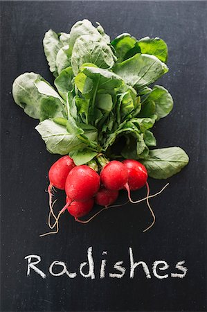 descriptive - Radishes on a chalkboard above the word 'Radishes' Stock Photo - Premium Royalty-Free, Code: 659-07739052