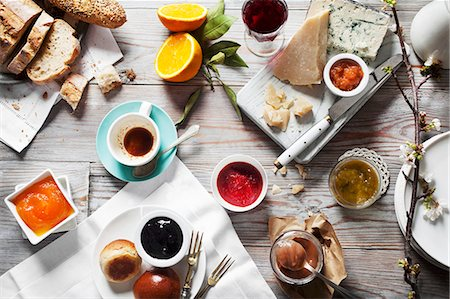 Various types of jam with cheese, bread and drinks on a wooden table Stock Photo - Premium Royalty-Free, Code: 659-07739675