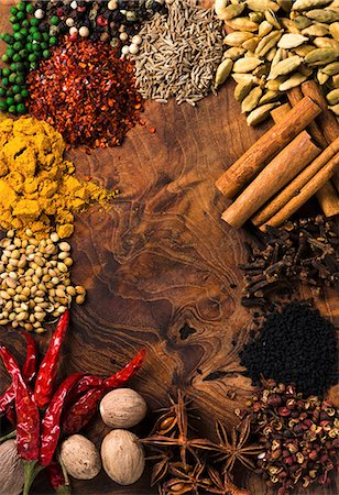 Assorted spices on wooden board Stock Photo - Premium Royalty-Free, Code: 659-07739928