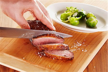 Roasted duck breast being sliced Stock Photo - Premium Royalty-Free, Code: 659-07958221