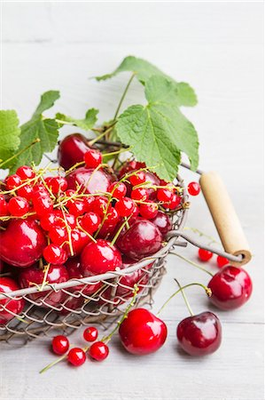 An arrangement of red summer fruits Stock Photo - Premium Royalty-Free, Code: 659-07958768