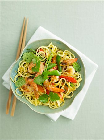 Linguine with prawns, green beans and coriander Stockbilder - Premium RF Lizenzfrei, Bildnummer: 659-07958776