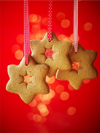 decoration pattern - Gingerbread stars hanging from ribbons Stock Photo - Premium Royalty-Free, Code: 659-07958851