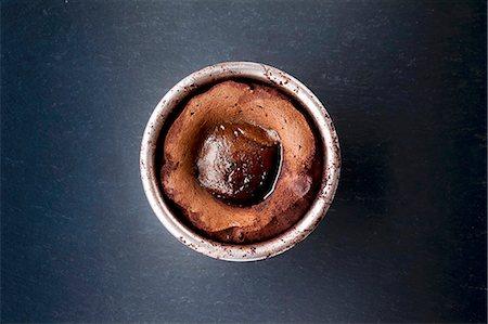 dessert - Chocolate pudding in pudding basin Stock Photo - Premium Royalty-Free, Code: 659-07959020