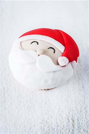 A Father Christmas cupcake Stock Photo - Premium Royalty-Free, Code: 659-07959318