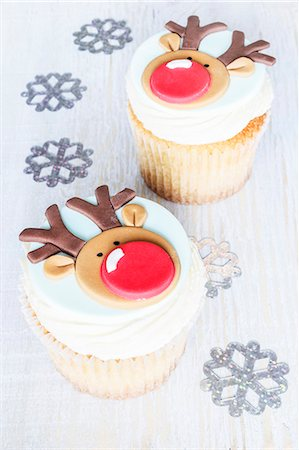 Christmas reindeer cakes with eggnog flavouring Stock Photo - Premium Royalty-Free, Code: 659-07959325