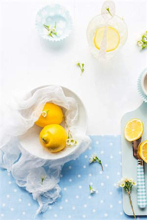 scoring - Lemons and summer flowers Stock Photo - Premium Royalty-Free, Code: 659-07959431