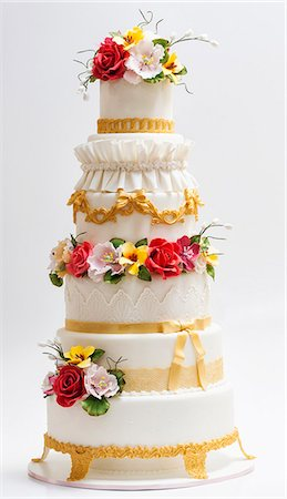 decoration - A baroque wedding cake decorated with sugar flowers Stock Photo - Premium Royalty-Free, Code: 659-07959487