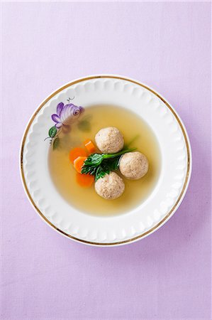 Clear broth with matzo dumplings Stock Photo - Premium Royalty-Free, Code: 659-07959654