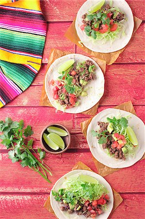 snack - Tacos with minced meat, tomatoes and coriander (Mexico) Stock Photo - Premium Royalty-Free, Code: 659-07959941