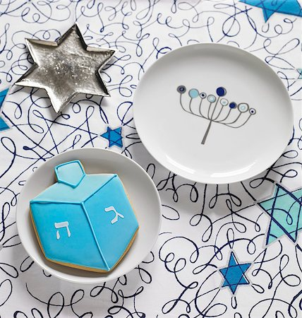 stars on white background - A start-shaped sliver dish, a plate and a a biscuit for Hanukkah Stock Photo - Premium Royalty-Free, Code: 659-08146983