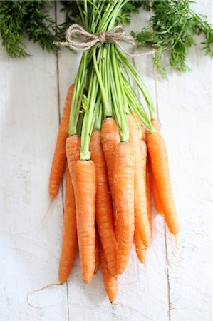 Bunches of fresh carrots Stock Photo - Premium Royalty-Free, Code: 659-08147161