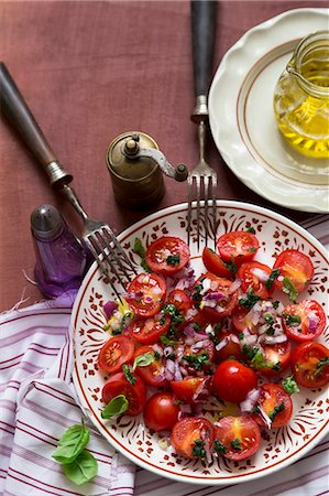 A cherry tomatoes, red onion and basil salad Stock Photo - Premium Royalty-Free, Code: 659-08147419