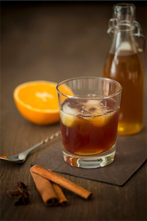 Old Fashioned Rum with homemade cinnamon and orange syrup Photographie de stock - Premium Libres de Droits, Code: 659-08147489