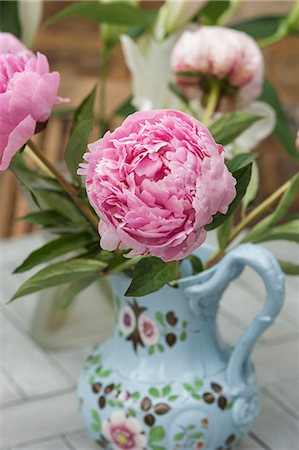 paintings of peonies - A pink peony in a painted porcelain vase Stock Photo - Premium Royalty-Free, Code: 659-08147614