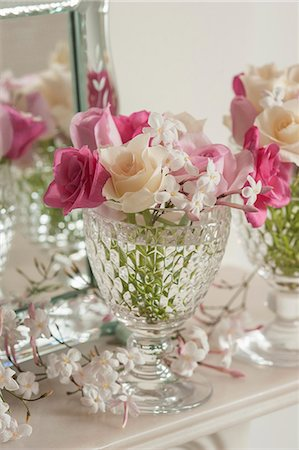 Pink and white roses with jasmine flowers in a glass Stock Photo - Premium Royalty-Free, Code: 659-08147612