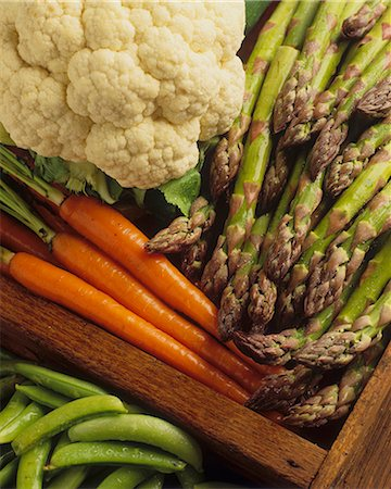 Various types of vegetables in a crate (close-up) Stock Photo - Premium Royalty-Free, Code: 659-08147649