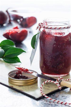sweet - A jar of plum jam Stock Photo - Premium Royalty-Free, Code: 659-08147732