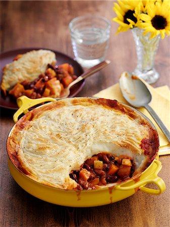 Bean pie in a pie dish Stock Photo - Premium Royalty-Free, Code: 659-08147906