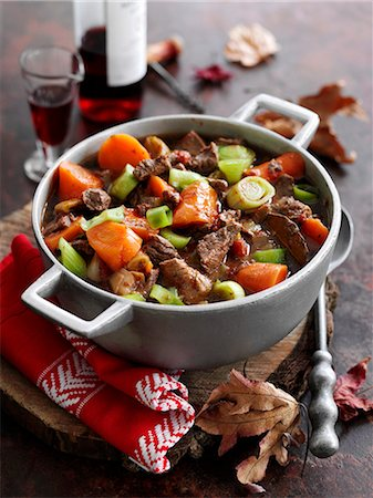 Beef stew with red wine and vegetables Stock Photo - Premium Royalty-Free, Code: 659-08147916