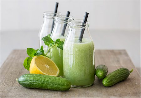 season - Cold cucumber soup with lemon and mint Stock Photo - Premium Royalty-Free, Code: 659-08148097