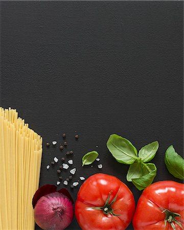 food - Ingredients for spaghetti with tomato sauce Stock Photo - Premium Royalty-Free, Code: 659-08418802