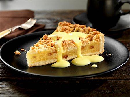 picture - Apple crumble cake with vanilla sauce Stock Photo - Premium Royalty-Free, Code: 659-08418969