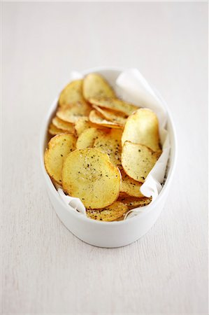 Homemade potato crisps Stock Photo - Premium Royalty-Free, Code: 659-08419015