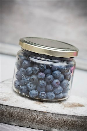 Fresh blueberries in a screw-top jar Stock Photo - Premium Royalty-Free, Code: 659-08419459