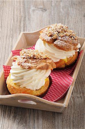 sweet   no people - Cream puff Stock Photo - Premium Royalty-Free, Code: 659-08419501