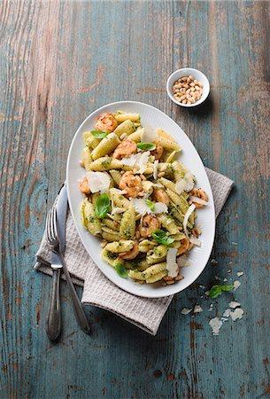 Pasta salad with prawns and pesto Stock Photo - Premium Royalty-Free, Code: 659-08419652
