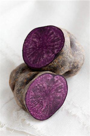 purple - A purple potato, halved Stock Photo - Premium Royalty-Free, Code: 659-08419850