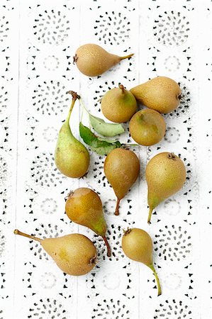 fresh - Fresh green pears on a lace surface Stock Photo - Premium Royalty-Free, Code: 659-08419952