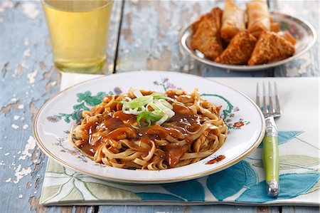 rustic - Chow mein (noodles with a meat sauce, China) Stock Photo - Premium Royalty-Free, Code: 659-08420050
