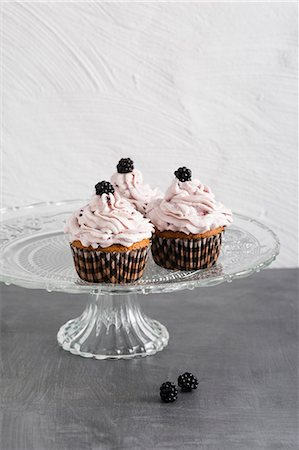sweet   no people - Cupcakes with blackberries and blackberry cream Stock Photo - Premium Royalty-Free, Code: 659-08420133