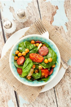salad - Spinach salad with spicy roasted chickpeas and chorizo Stock Photo - Premium Royalty-Free, Code: 659-08513202