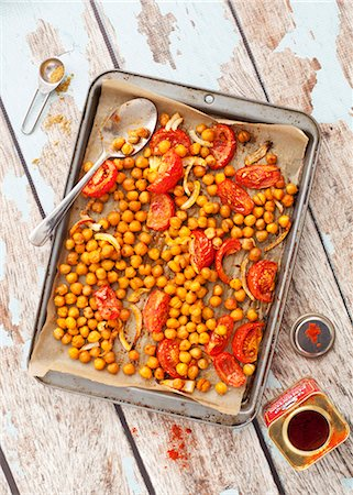 paprika - Spicy roasted chickpeas with tomatoes Stock Photo - Premium Royalty-Free, Code: 659-08513203