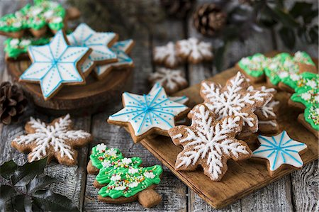 Various gingerbread biscuits decorated with colourful icing Stock Photo - Premium Royalty-Free, Code: 659-08513236