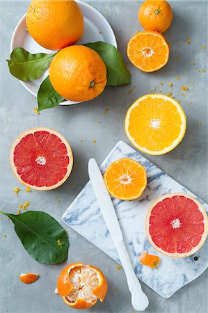 still life - Citrus fruits, whole and halved (seen from above) Stock Photo - Premium Royalty-Free, Code: 659-08904437