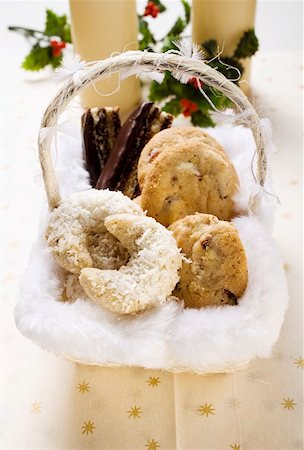 Basket of Christmas baking (coconut crescents, cookies etc.) Stock Photo - Premium Royalty-Free, Code: 659-01849943