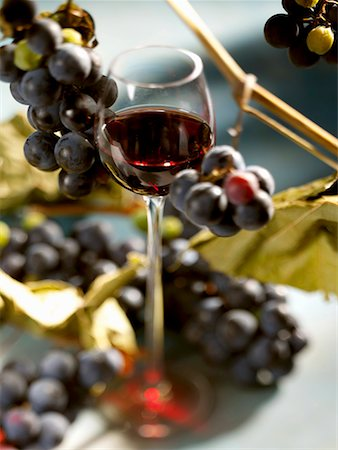 A glass of red wine with grapes Stock Photo - Premium Royalty-Free, Code: 659-01854259