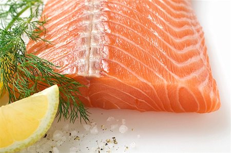 smoked - Salmon fillet, dill and lemon wedge Stock Photo - Premium Royalty-Free, Code: 659-01859635