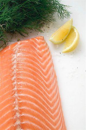 smoked - Salmon fillet, dill and lemon wedges (overhead view) Stock Photo - Premium Royalty-Free, Code: 659-01859633