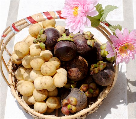 Thai gift basket of longans and mangosteens Stock Photo - Premium Royalty-Free, Code: 659-01851238