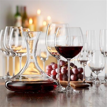Still life with red wine in glass and decanter Stock Photo - Premium Royalty-Free, Code: 659-01853069