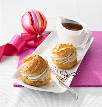 puff - Cream puffs with chocolate cream Stock Photo - Premium Royalty-Free, Code: 659-01853906